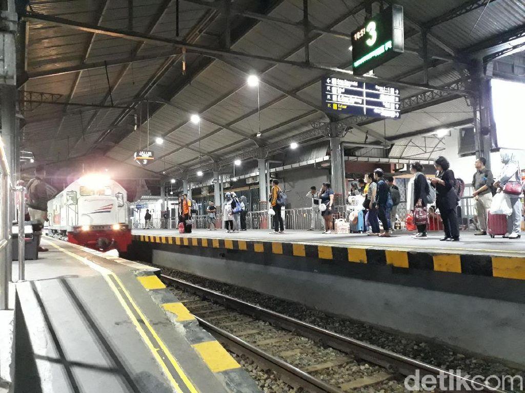 Syarat Penumpang KA Luar Biasa dari Daop 6 Tujuan Jakarta Diperketat