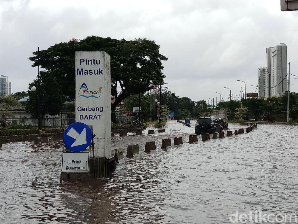 Jalan Lodan Raya Ancol Banjir 50 CM, Motor Tak Bisa Melintas