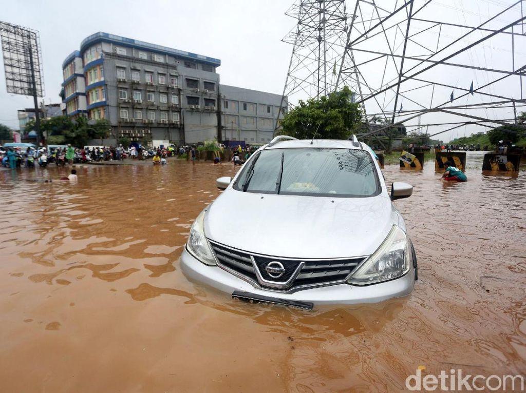 SUV Bukan Amfibi, Jangan Paksa Terjang Banjir