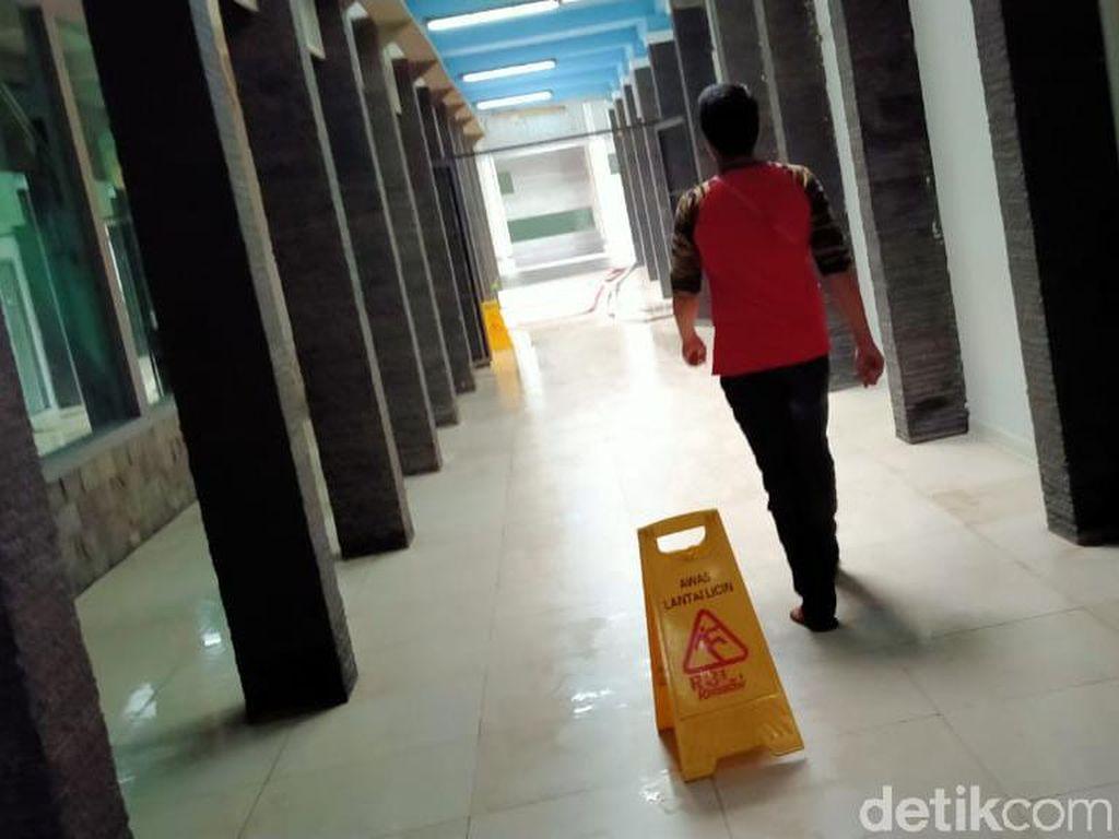Banjir Genangi Rumah Sakit di Jakarta