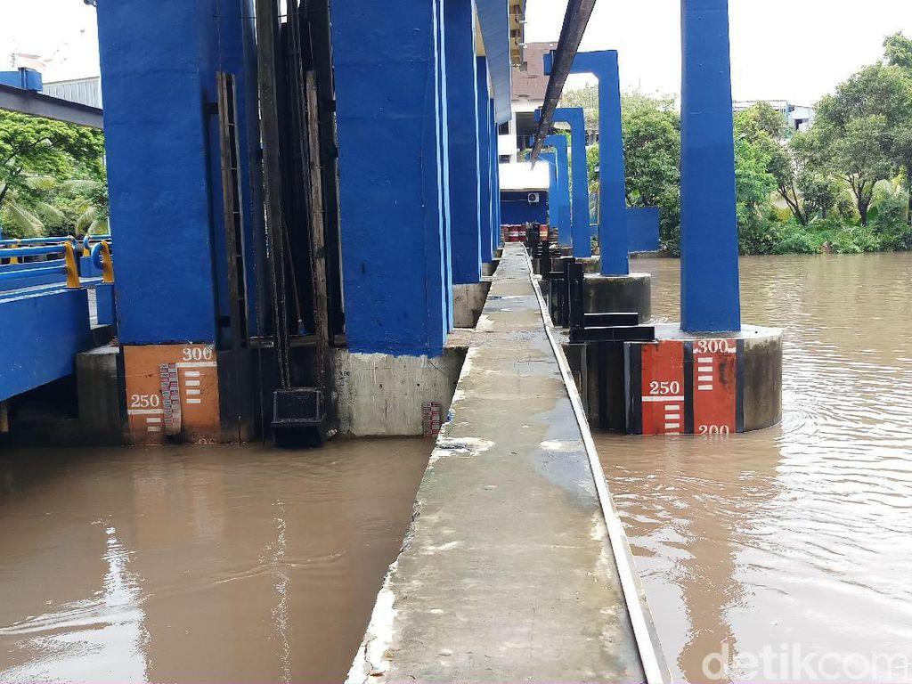 Pintu Air Pasar Ikan Jakarta Utara dan Sunter Hulu Siaga 2