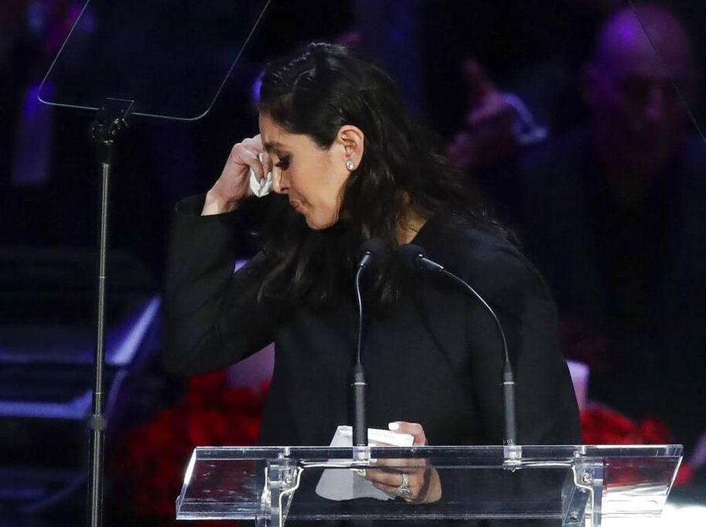 Duka Belum Usai, Istri Kobe Bryant Bikin Tato Nama Keluarganya di Kaki