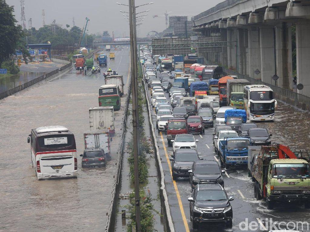 Perhatian! Berikut Kondisi Terkini Tol Jasa Marga Imbas Banjir