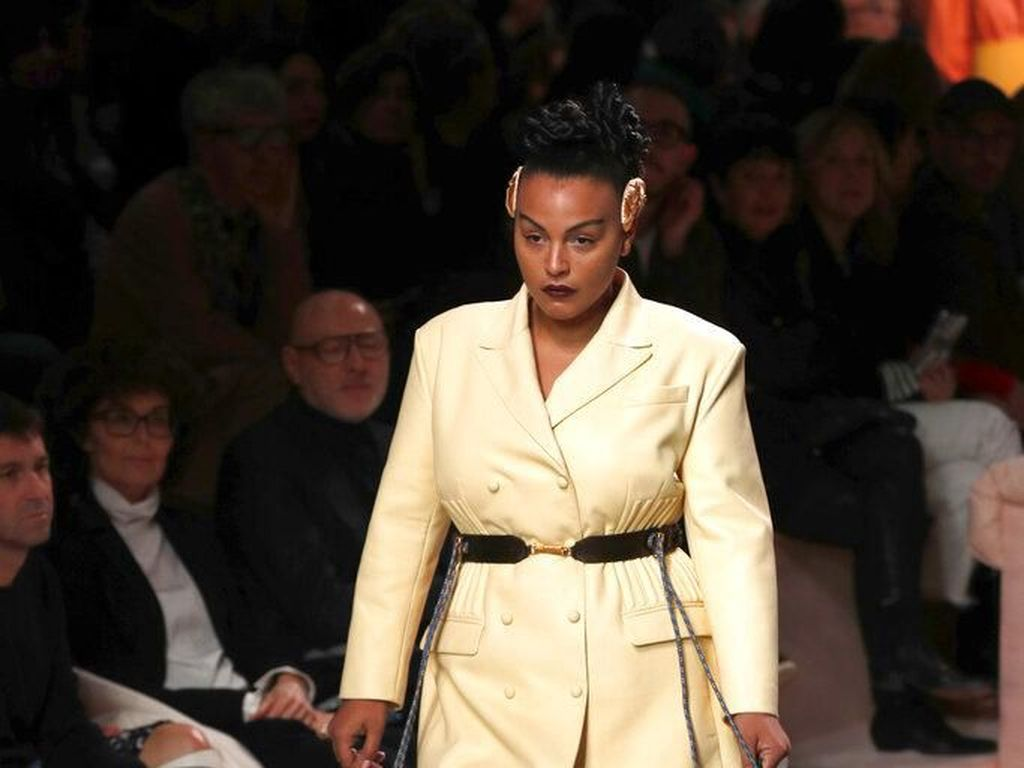 2 Model Plus-Size Ukir Sejarah di Milan Fashion Week