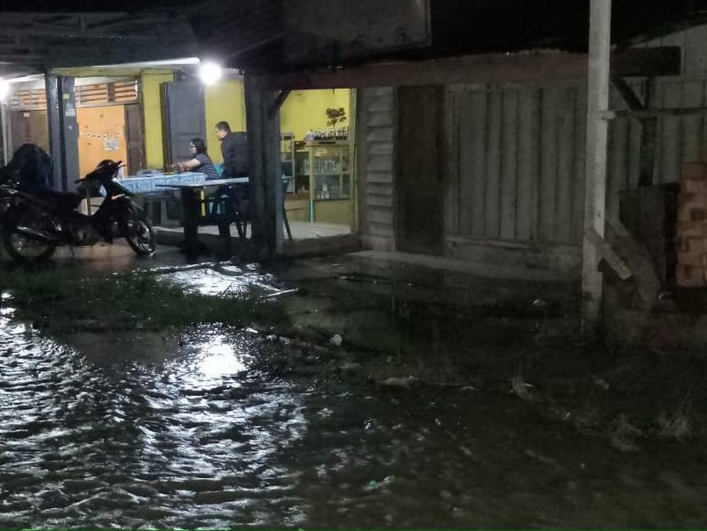 Diguyur Hujan Deras 3 Jam, Jalan-Rumah Warga di Simalungun Tergenang