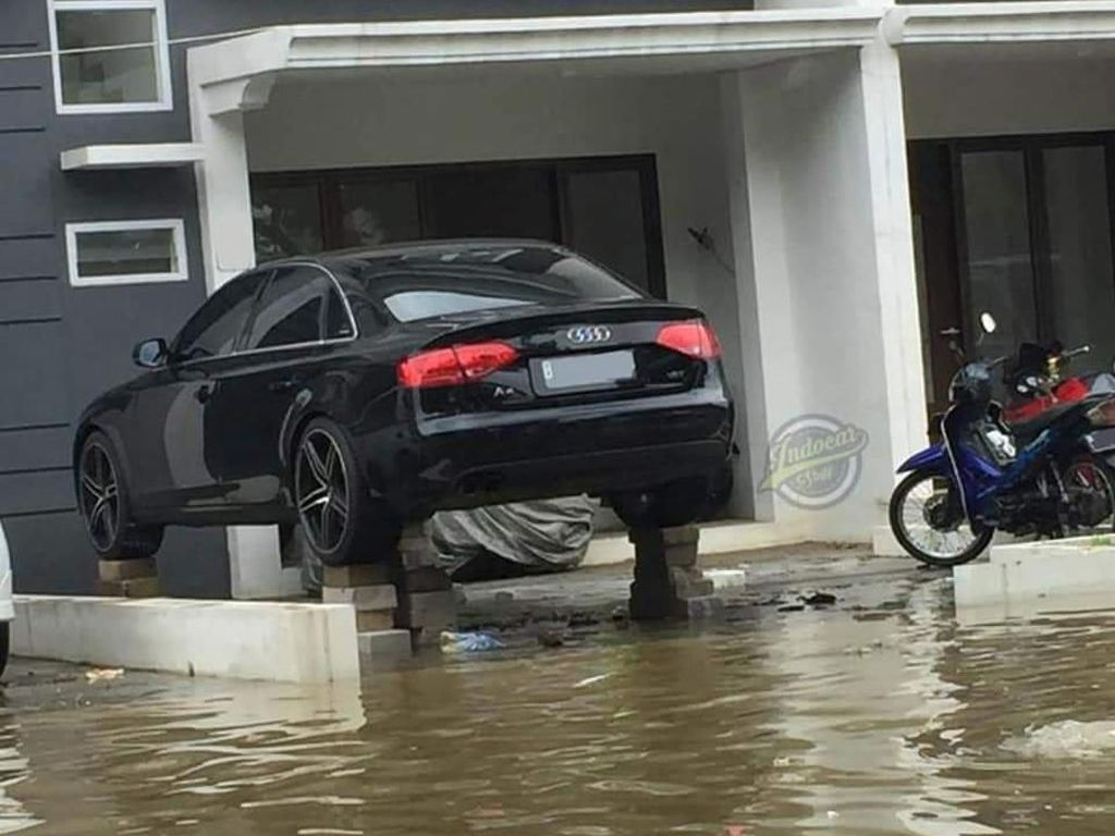 Ide Kreatif, Audi Nangkring Hindari Banjir