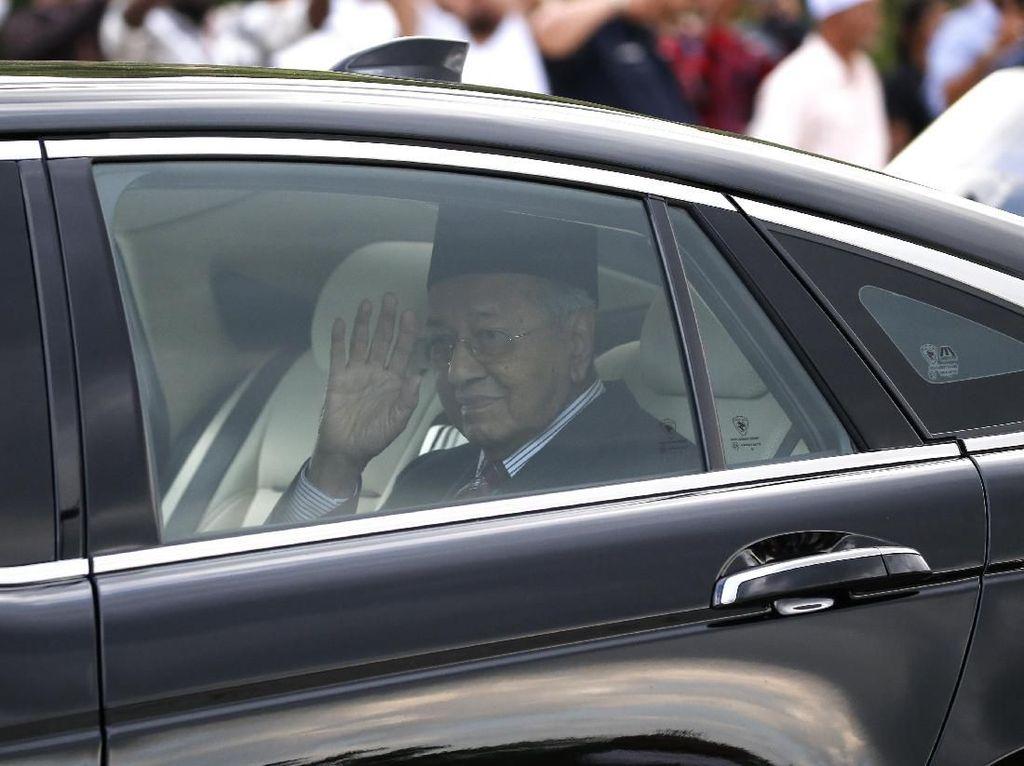 Jadi PM Interim, Mahathir Kembali Bekerja di Kantor PM Malaysia