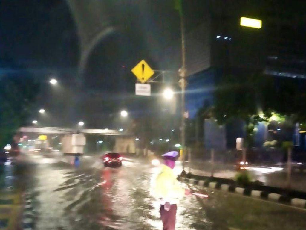Jalan Gunung Sahari Jakarta Pusat Banjir, Hati-hati Melintas