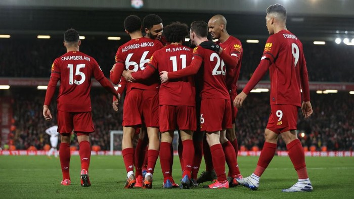 LIVERPOOL, ENGLAND - FEBRUARY 24: Sadio Mané of Liverpool celebrates after scoring his sides third goal during the Premier League match between Liverpool FC and West Ham United at Anfield on February 24, 2020 in Liverpool, United Kingdom. (Photo by Clive Brunskill/Getty Images)