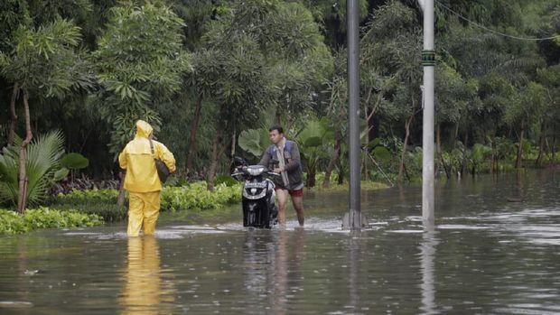 DKI Banjir, Polisi Persilakan Sepeda Motor Masuk 3 Ruas Tol
