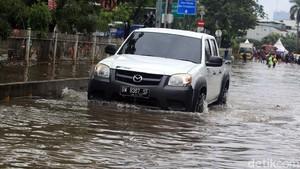 Para Penerjang Banjir di Jakarta