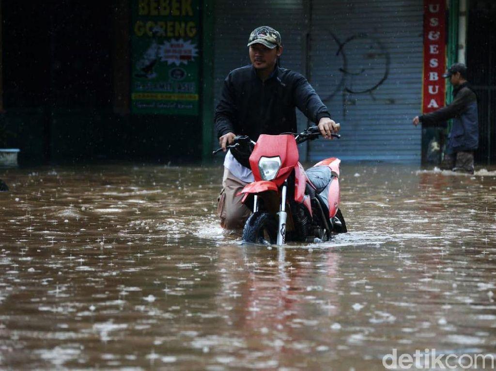 Banjir Kembali Rendam Perumahan Pondok Gede Permai