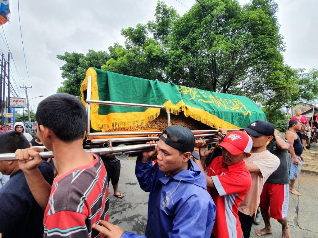 Warga Bekasi Ditemukan Tewas, Diduga Tersengat Listrik saat Banjir