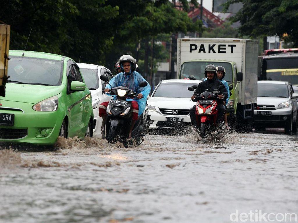 379 Sekolah di Bekasi Terdampak Banjir, Kegiatan Belajar Tetap Berjalan