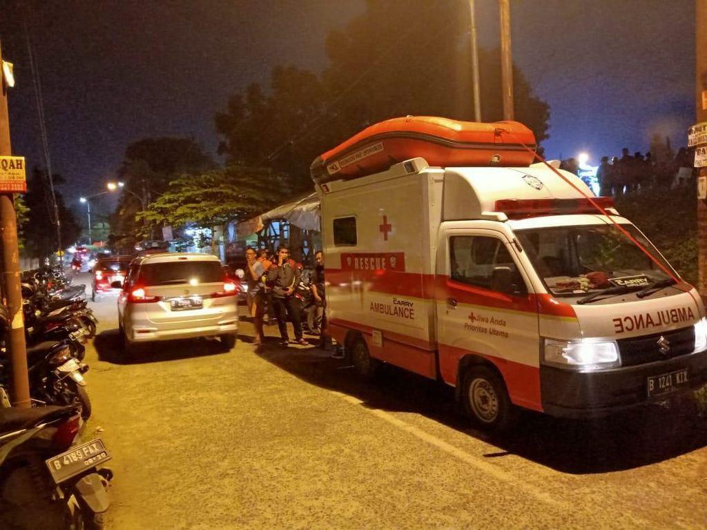 Banjir Menerjang, Komunitas Ikut Evakuasi Warga dan Pasien Rumah Sakit