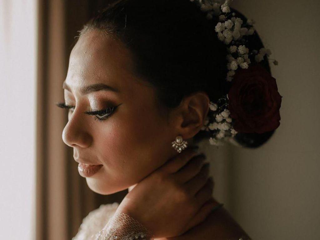 Foto: Inspirasi Pernikahan Abel Cantika, Pengantin yang Dandan Sendiri