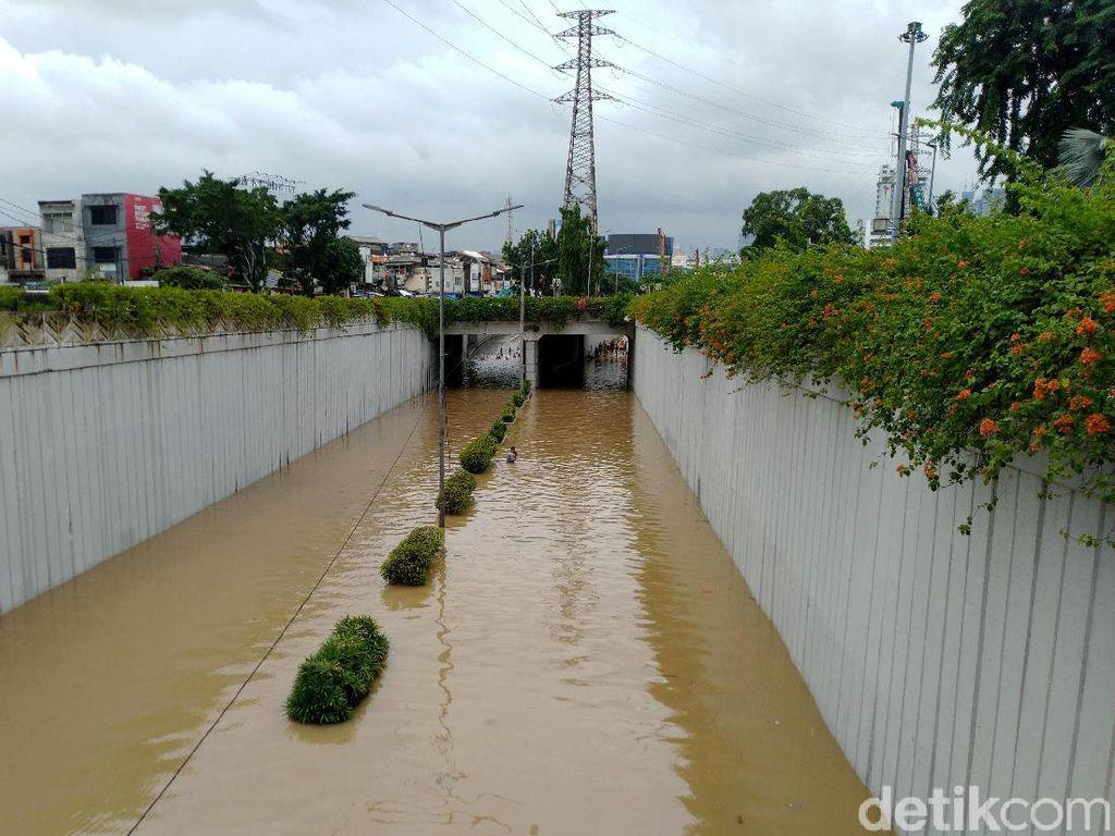 Potret Underpass Senen yang Kebanjiran Usai Jakarta Diguyur Hujan