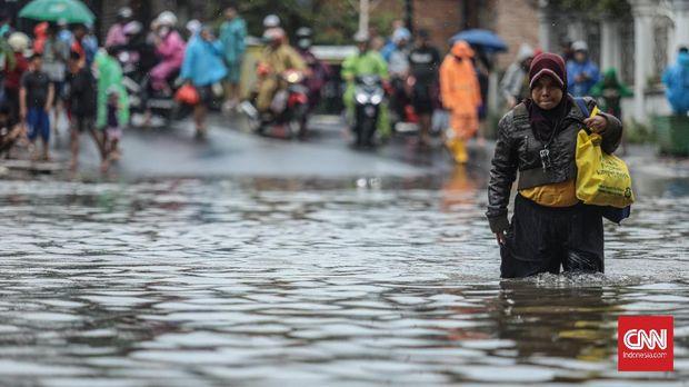 Anak Gatal-Gatal dan Warga Batuk Pilek Usai Banjir Cipinang M