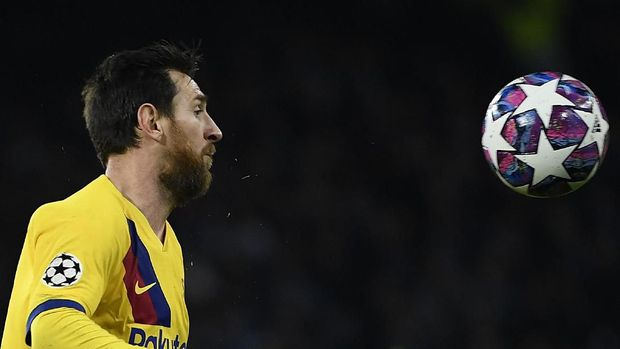 Lionel Messi kesulitan memimpin Barcelona pada laga lawan Napoli.
