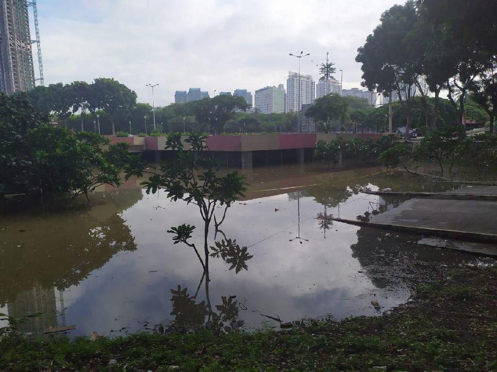 Sudah 27 Jam, Banjir Underpass Kemayoran Belum Surut Ketinggian 2,5 Meter