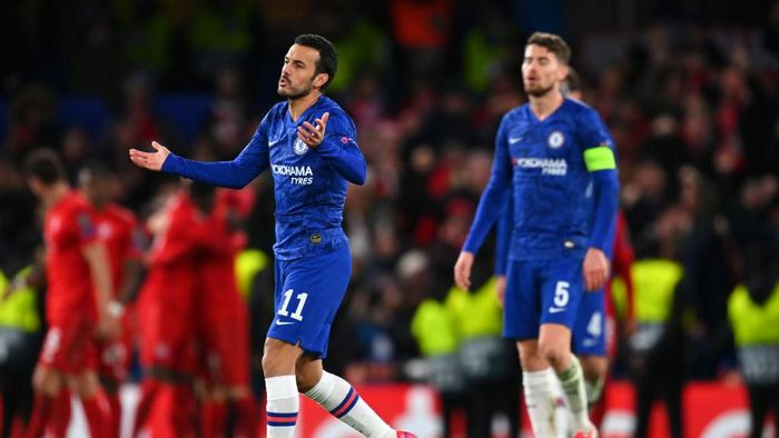LONDON, ENGLAND - FEBRUARY 25: Pedro of Chelsea reacts during the UEFA Champions League round of 16 first leg match between Chelsea FC and FC Bayern Muenchen at Stamford Bridge on February 25, 2020 in London, United Kingdom. (Photo by Clive Mason/Getty Images)