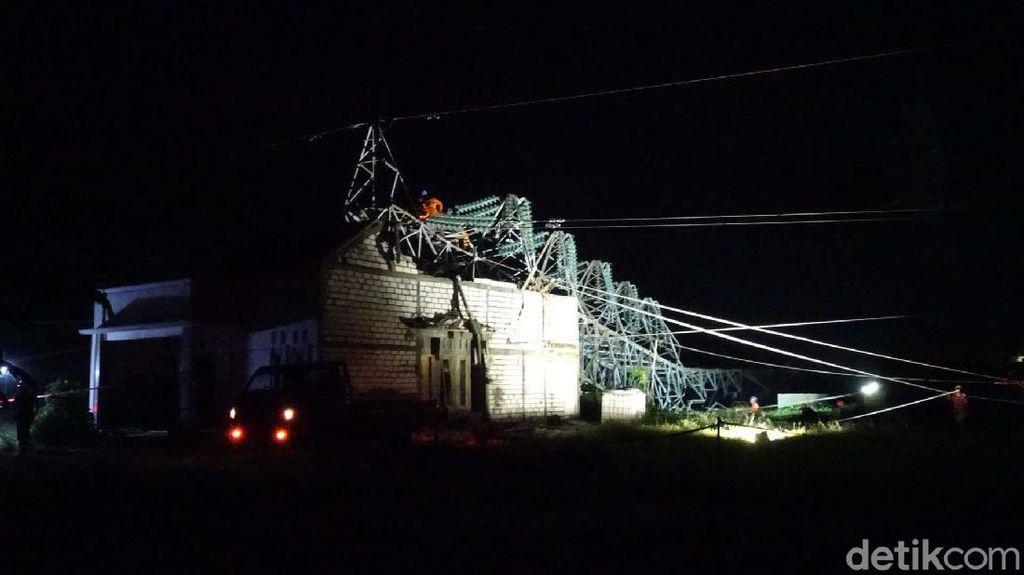 Sudah 21 Jam Tower PLN di Rembang Belum Dievakuasi