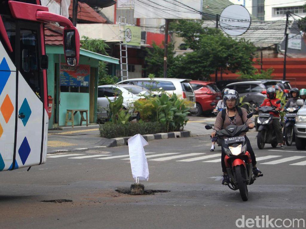 Habis Banjir Terbitlah Jalanan Berlubang, Ini Tips Menghadapinya