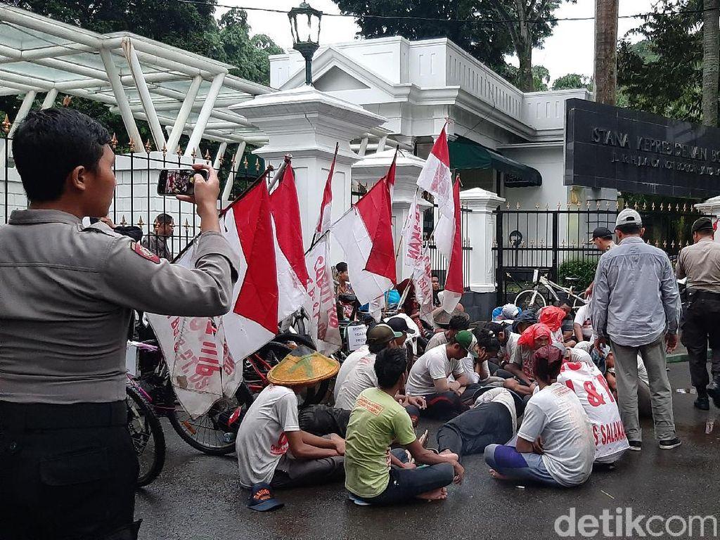 Gelar Aksi di Istana Bogor, Penolak Tambang Banyuwangi Dibubarkan Polisi
