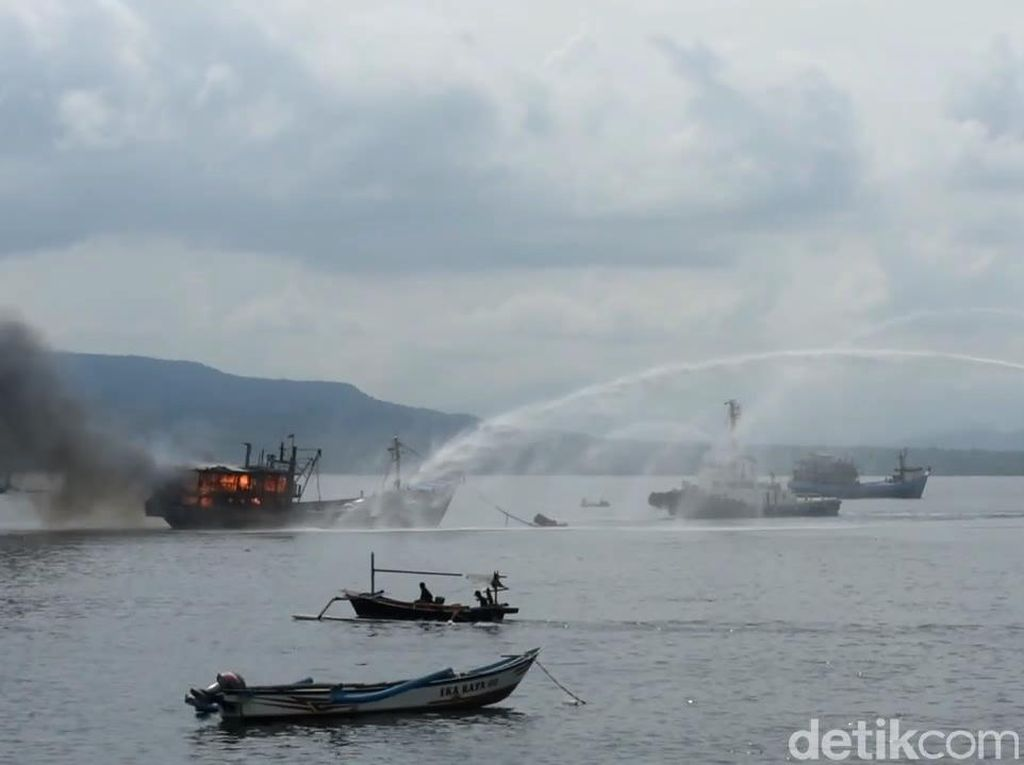Kapal Muat Ikan Terbakar di Selat Bali, Kerugian Capai Rp 2 M