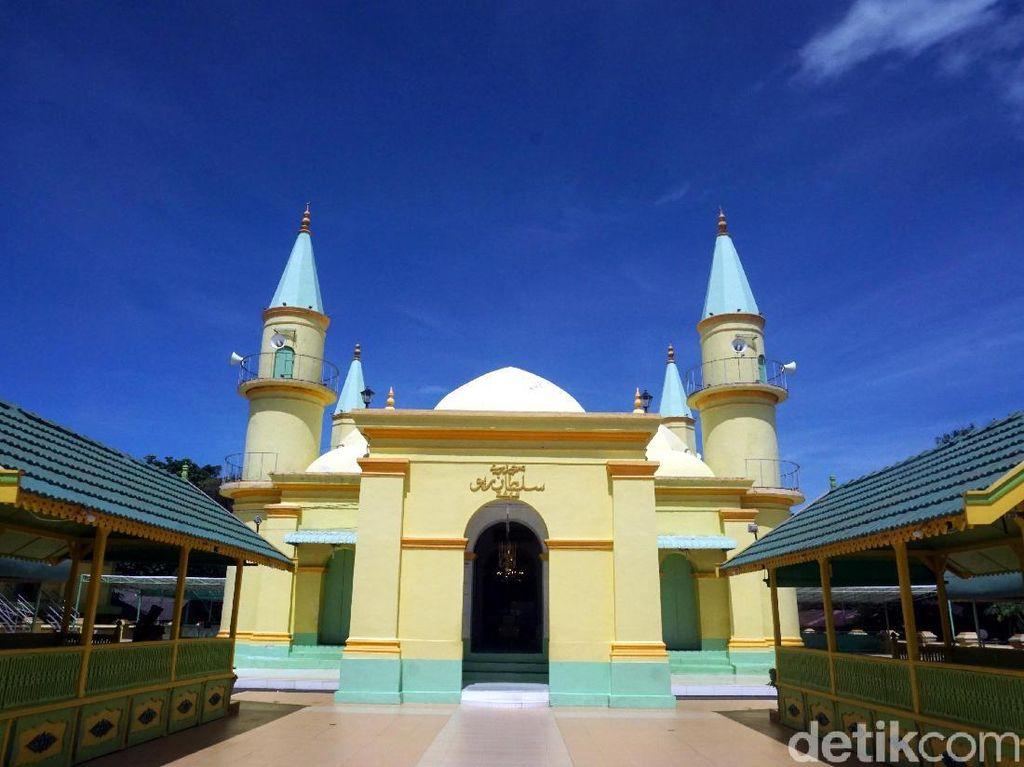 Foto: Pulau Penyengat & Masjid Bersejarah dari Putih Telur