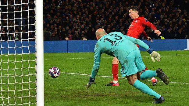 Robert Lewandowski mencetak satu gol ke gawang Chelsea.