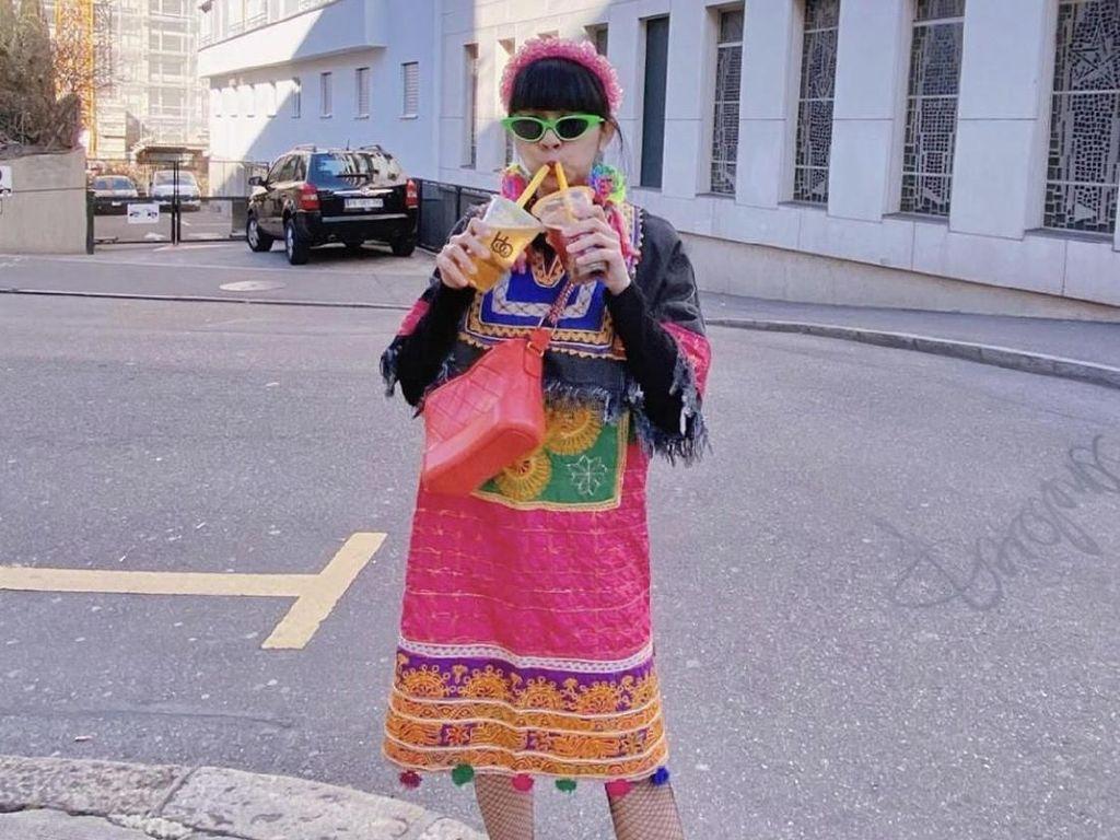 Inspiratif, Baju-baju Gemas Ini Dibuat Diana Rikasari dari Baju Bekas