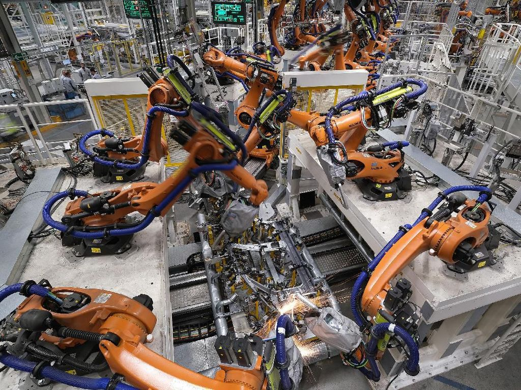 Pabrik Baterai Kendaraan Listrik Gandeng Lokal, Bahlil: Tak Boleh Punya Timses