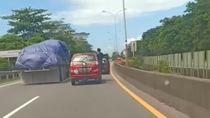 Viral Pengemudi Nyetir Berdiri Sambil Buka Pintu Mobil di Tol Makassar