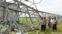 Tower PLN Roboh Bikin Blora-Rembang Mati Listrik Dipasangi Garis Polisi