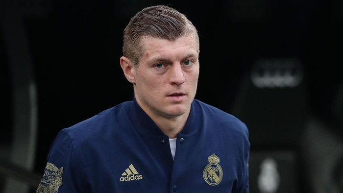 MADRID, SPAIN - JANUARY 18: Toni Kroos of Real Madrid CF accesses the pitch prior to start the Liga match between Real Madrid CF and Sevilla FC at Estadio Santiago Bernabeu on January 18, 2020 in Madrid, Spain. (Photo by Gonzalo Arroyo Moreno/Getty Images)