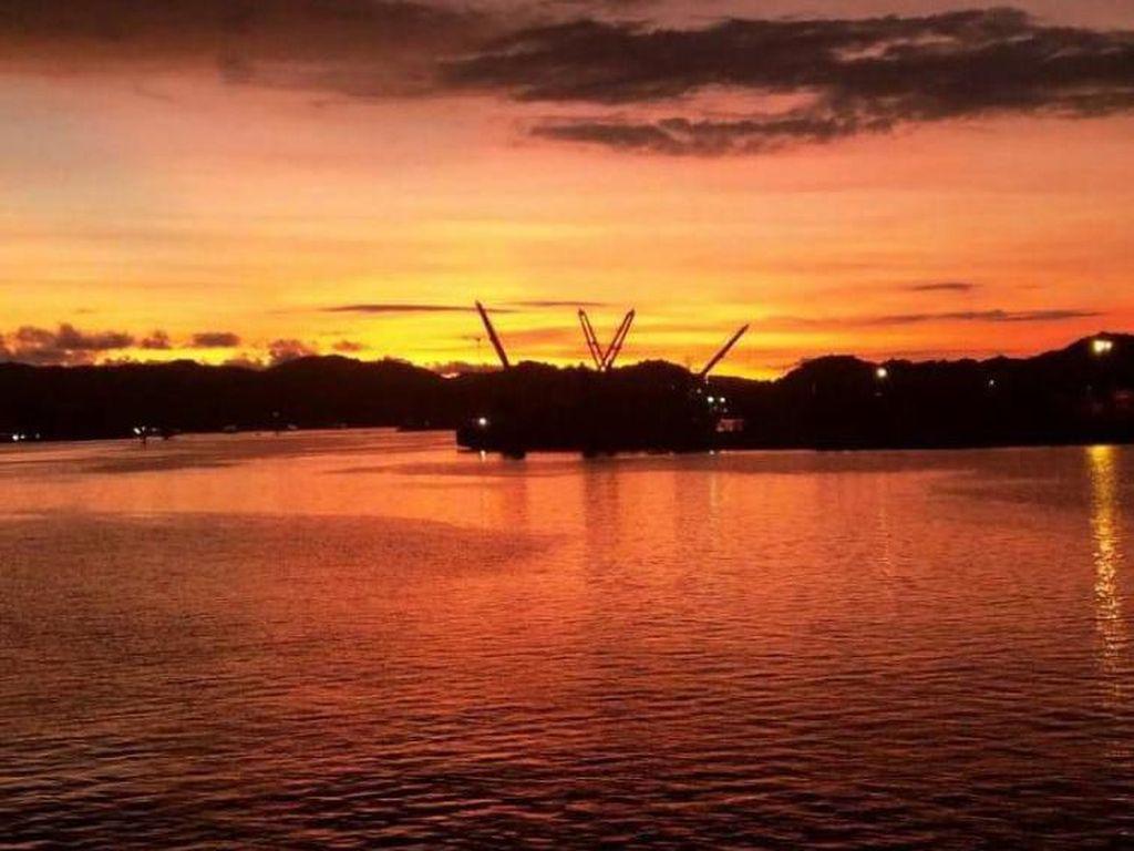 Masya Allah, Indahnya Senja di Pelabuhan Lembar
