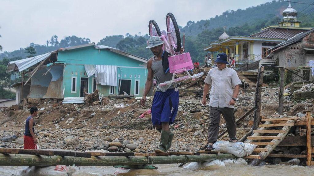 Tolong... Warga Korban Banjir Lebak Butuh Jembatan Nih