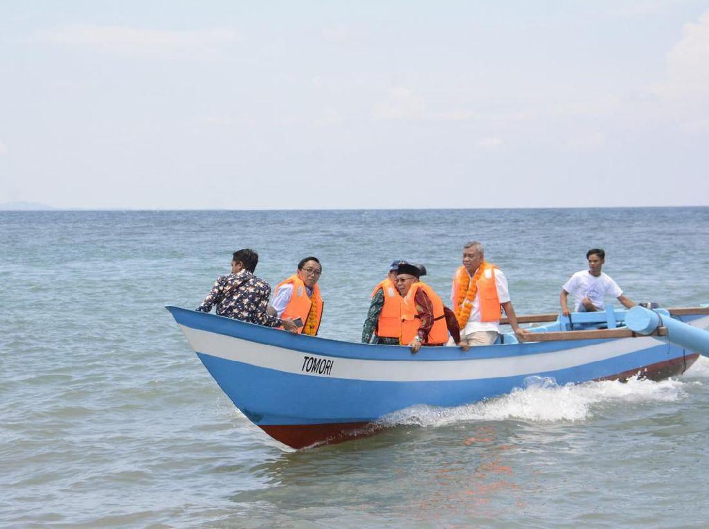 KKP dan SKK Migas Beri Bantuan 10 Kapal Ikan untuk Nelayan NTB