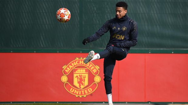 Manchester United's English midfielder Jesse Lingard attends a training session at the Carrington training ground in greater Manchester, north west England on April 9, 2019, on the eve of their UEFA Champions League quarter final first leg football match against Barcelona. (Photo by Oli SCARFF / AFP)
