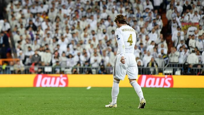 MADRID, SPAIN - FEBRUARY 26: Sergio Ramos of Real Madrid looks dejected as he leaves the pitch after receiving a red card during the UEFA Champions League round of 16 first leg match between Real Madrid and Manchester City at Bernabeu on February 26, 2020 in Madrid, Spain. (Photo by David Ramos/Getty Images)