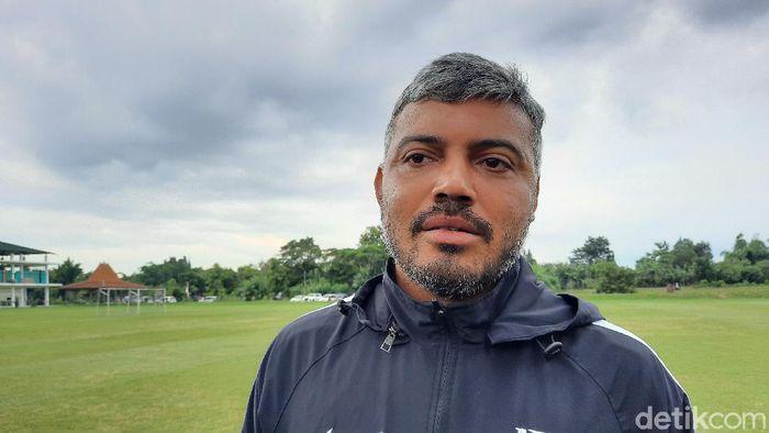 Asisten pelatih PSS Sleman, Danilo Fernando