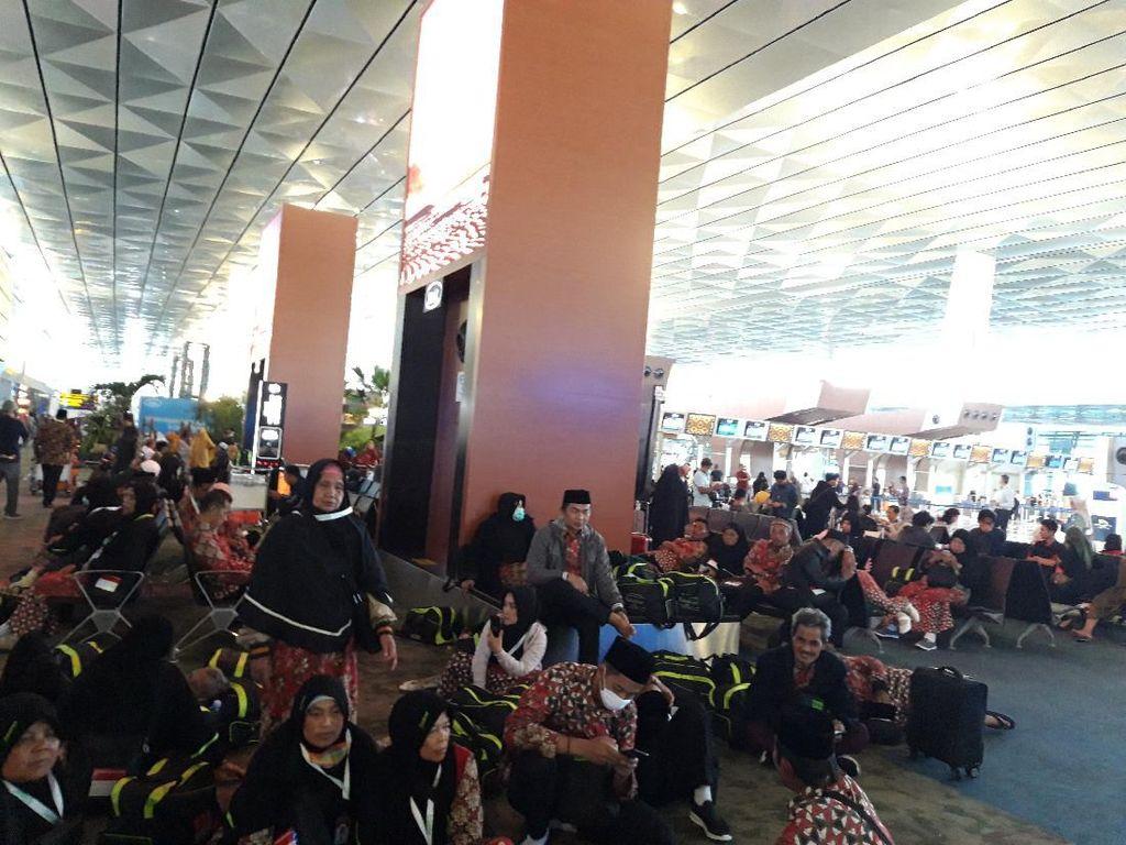 Arab Saudi Setop Umrah, Jemaah di Bandara Soetta: Demi Kebaikan