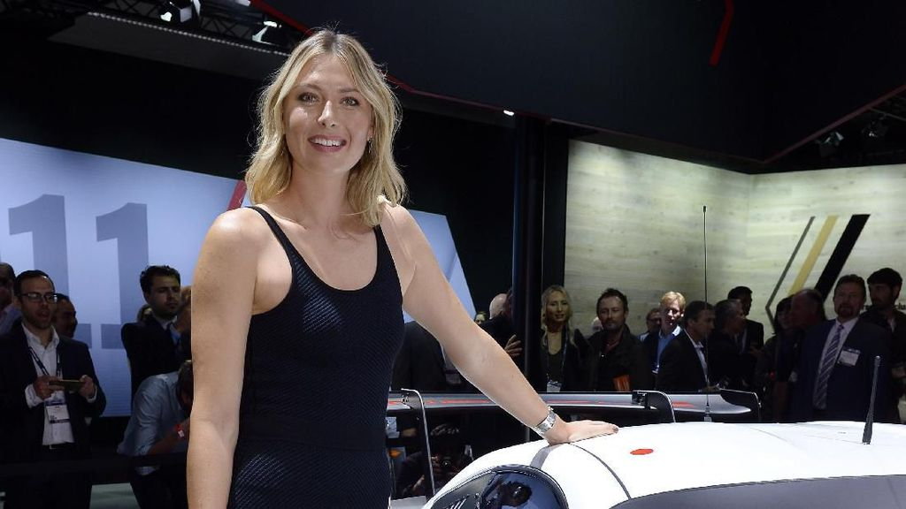 Terpesona Maria Sharapova (dan Porsche-nya)