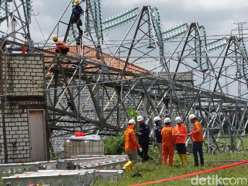 PLN Imbau Warga Tak Dekati Lokasi Tower yang Roboh di Rembang