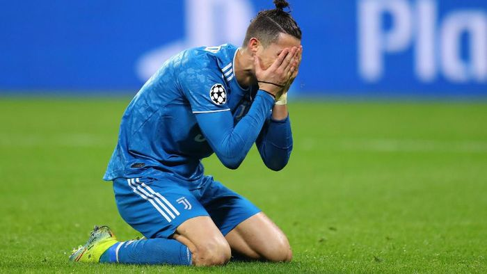 LYON, FRANCE - FEBRUARY 26: Cristiano Ronaldo of Juventus reacts during the UEFA Champions League round of 16 first leg match between Olympique Lyon and Juventus at Parc Olympique on February 26, 2020 in Lyon, France. (Photo by Catherine Ivill/Getty Images)