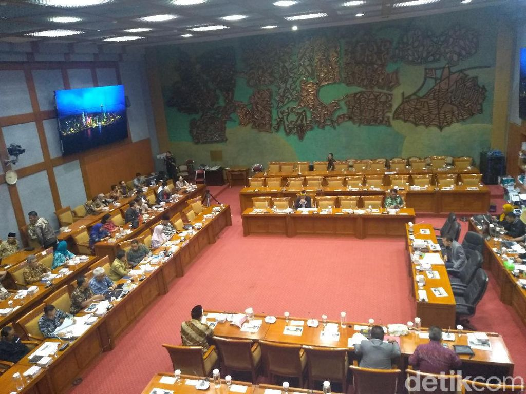 Saat Ketua Komisi X DPR Salah Sebut Anies Mas Menteri