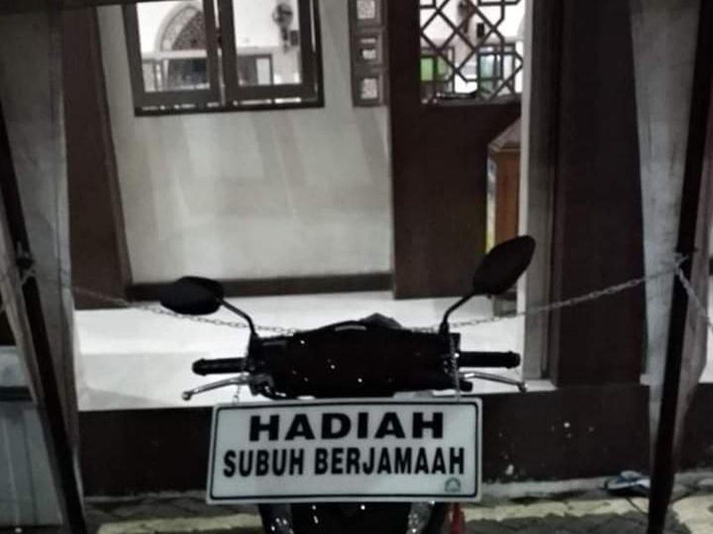Shalat Shubuh Berjamaah Berhadiah Honda BeAt