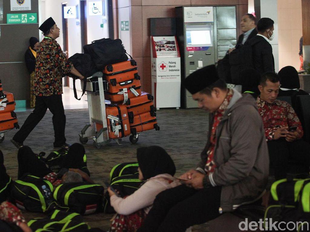 Gagal Berangkat, Bagaimana Nasib Visa dan Tiket Pesawat Jemaah Umroh?