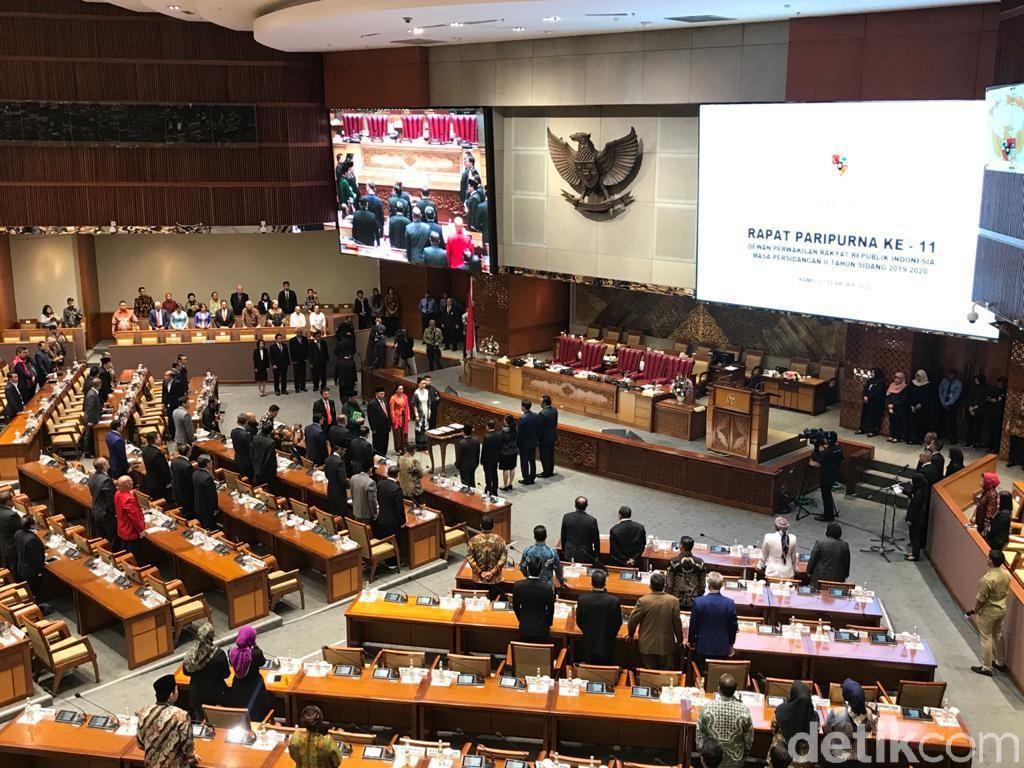 DPR Lantik 3 Anggota PAW Pengganti Menkum HAM-Mensos-Menkominfo